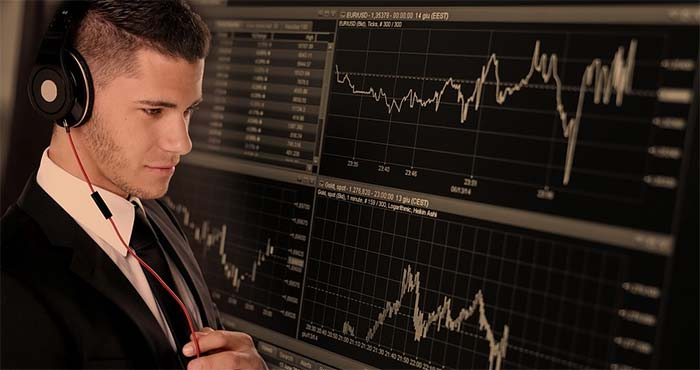 Välja aktiemäklare
